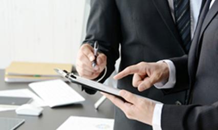 税務調査の当日は、税理士が同行して交渉する